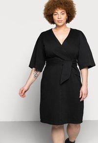 Vero Moda Curve - VMFAYE SHORT DRESS - Denimové šaty - black - 3