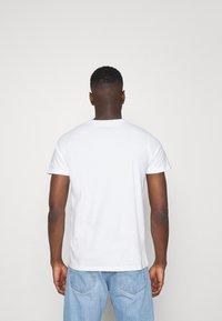Hollister Co. - 5 PACK - Print T-shirt - white/blue/sage/navy/black - 2