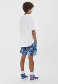 PULL&BEAR - MIT BUNTEM SLOGAN - Print T-shirt - white - 2