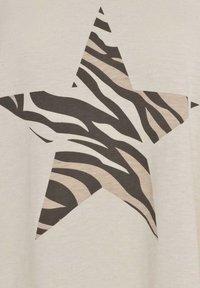 Live Unlimited London - NEUTRAL ZEBRA STAR  - Print T-shirt - stone - 2