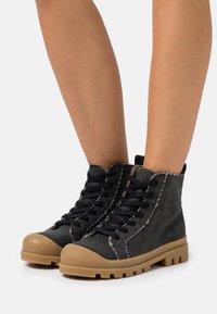 NAE Vegan Shoes - NOAH VEGAN - Nauhalliset nilkkurit - black - 0
