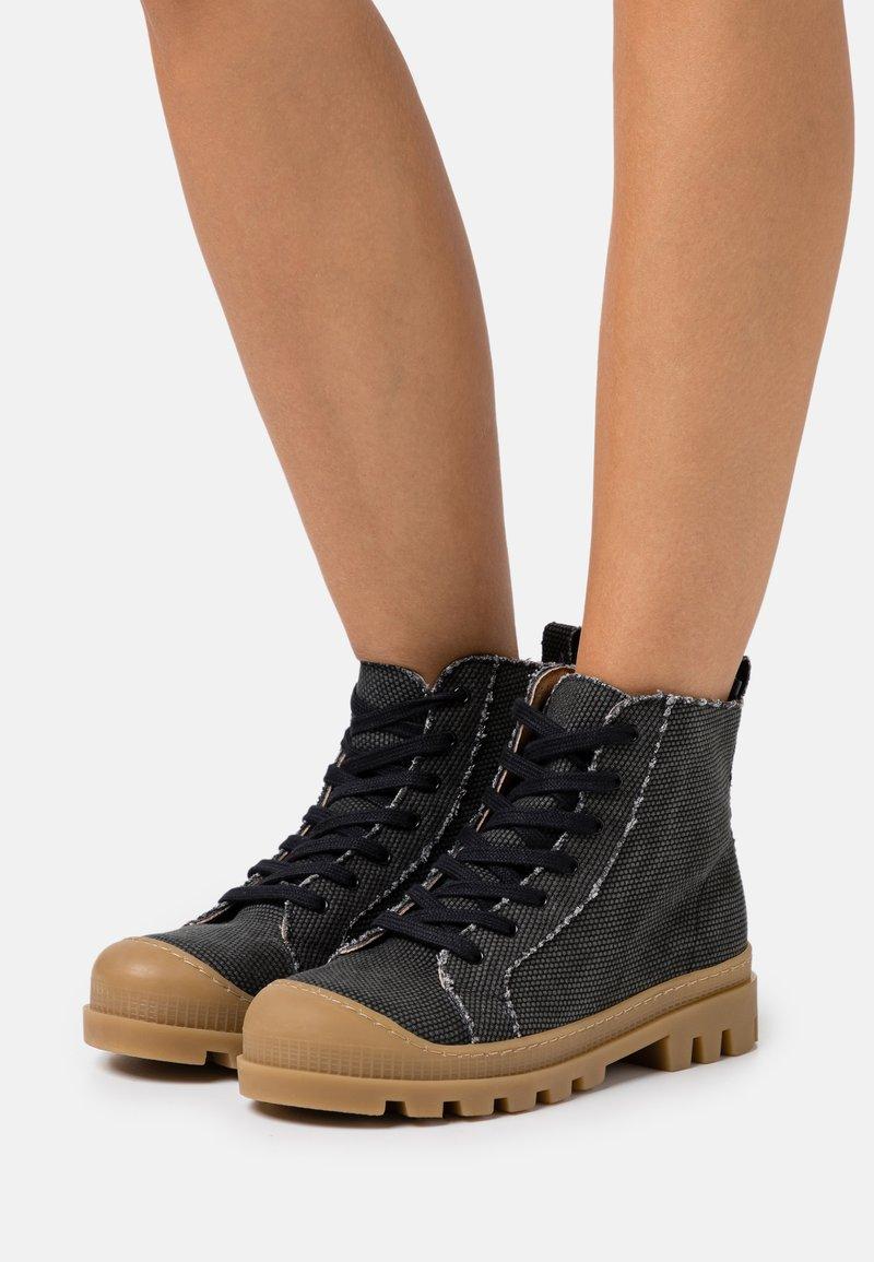 NAE Vegan Shoes - NOAH VEGAN - Nauhalliset nilkkurit - black