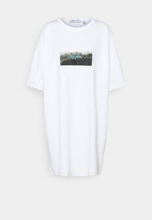 OVERSIZED DRESS - Trikoomekko - white