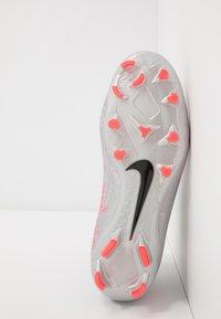 Nike Performance - PHANTOM VISION 2 PRO DF FG - Fotbollsskor fasta dobbar - metallic bomber grey/black/particle grey - 4