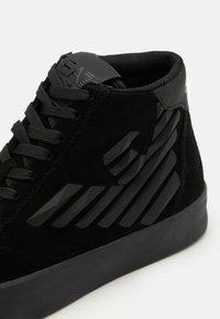 EA7 Emporio Armani - UNISEX - Sneakersy wysokie - triple black - 5