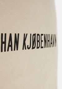 Han Kjøbenhavn - TOTE UNISEX - Tote bag - white - 3