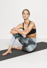 Nike Performance - SEAMLESS SCULPT 7/8 - Leggings - grey fog/black/white - 1
