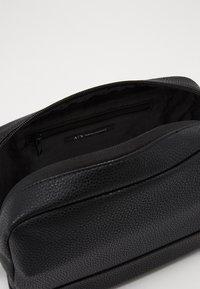 Armani Exchange - WASHBAG - Trousse - black/gunmetal - 4