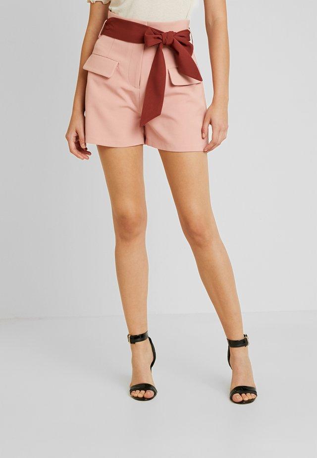 HIGH WAIST CONTRAST TIE - Shorts - pink