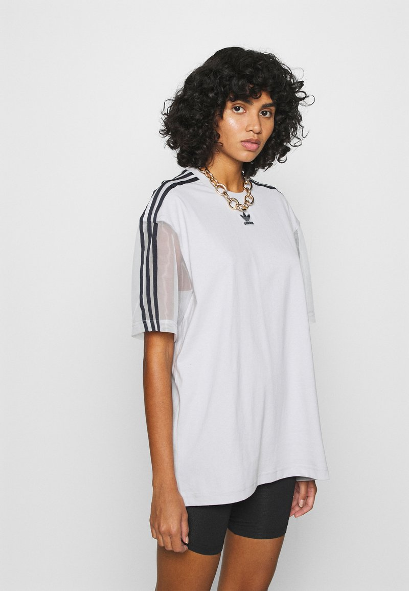 adidas Originals - SPORTS INSPIRED SHORT SLEEVE TEE - Print T-shirt - lgh solid grey