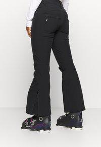 Roxy - CREEK SHORT - Zimní kalhoty - true black - 3