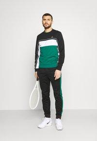 Lacoste Sport - TENNIS - Collegepaita - black/bottle green/white - 1