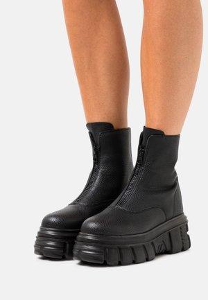 MASSIVE ZIP BOOT - Platform ankle boots - black