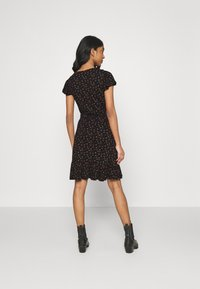 ONLY - ONLVALENTINA FIXED WRAP DRESS - Jerseykjole - black/ditsy - 2