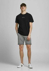 Jack & Jones - Shorts - silver birch - 1