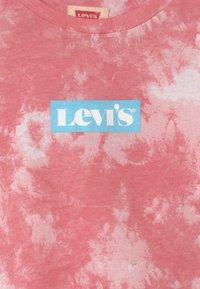Levi's® - T-shirt z nadrukiem - peony - 2