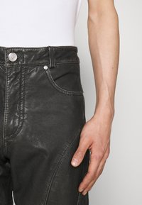 Han Kjøbenhavn - PANTS  - Kožené kalhoty - black - 4