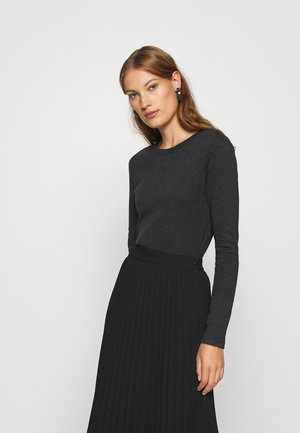 Long sleeved top - city