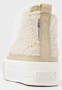 British Knights - KAYA MID - Sneakers hoog - beige / white - 2