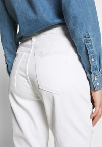 Abercrombie & Fitch - KNEE SLITS MOM - Slim fit jeans - white destroy - 3