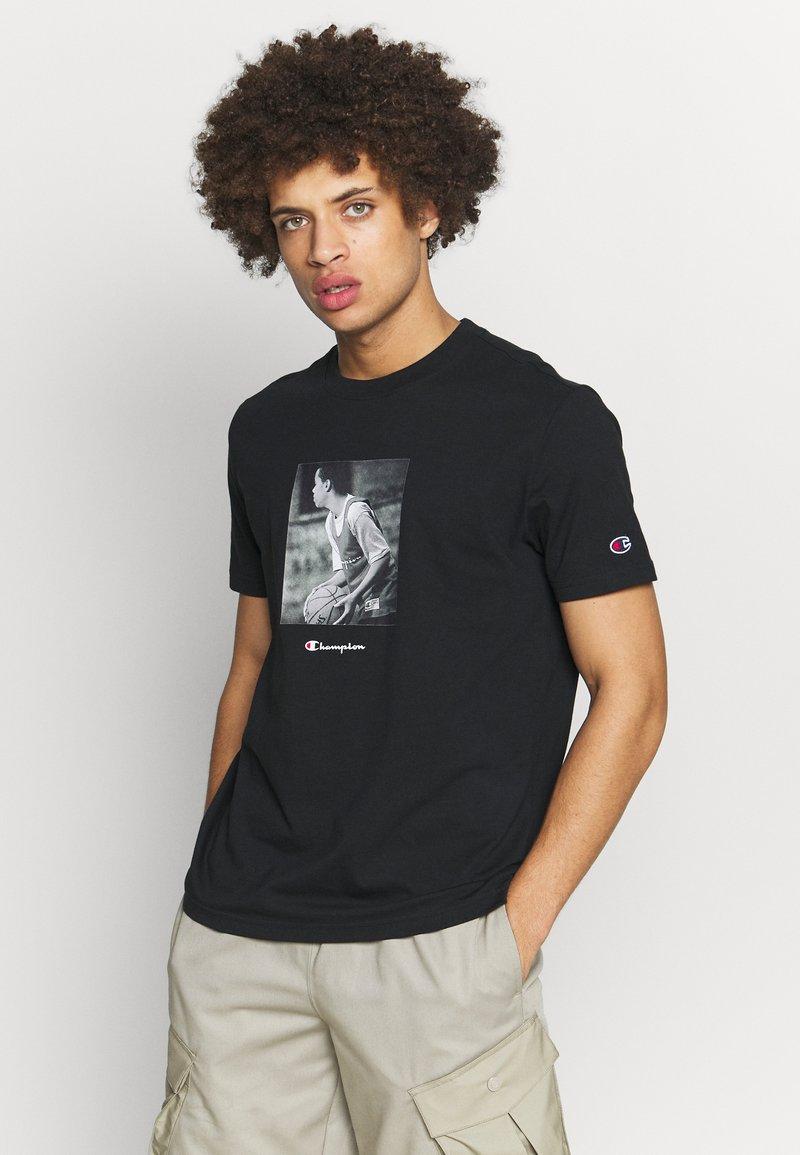 Champion Rochester - ROCHESTER THEME CREWNECK  - T-shirt imprimé - black