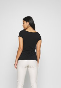 Anna Field Petite - 3 PACK - T-shirts - white/black/dark grey - 3