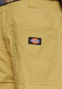 Dickies - GLYNDON PANT - Cargo trousers - dark khaki - 8