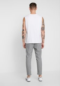 Only & Sons - ONSLINUS CHECK  - Trousers - white - 2