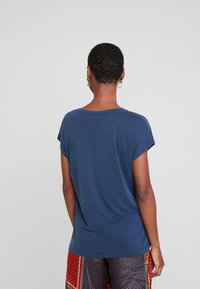 Kaffe - LISE - Basic T-shirt - midnight marine - 2