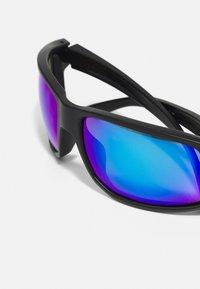 Oakley - GIBSTON UNISEX - Sunglasses - matte black w/prizm sapphire polarized - 5
