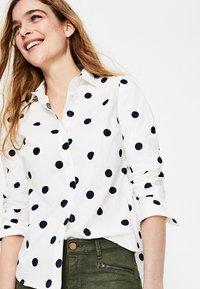 Boden - DAS NEW CLASSIC - Button-down blouse - off-white - 3