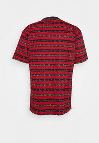 Karl Kani - STRIPE TEE - T-shirt con stampa - red - 6