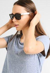 Vans - SPICOLI 4 SHADES - Okulary przeciwsłoneczne - black/white - 1