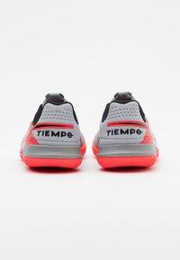 Nike Performance - TIEMPO JR LEGEND 8 ACADEMY IC UNISEX - Indoor football boots - metallic bomber grey/black/particle grey - 2
