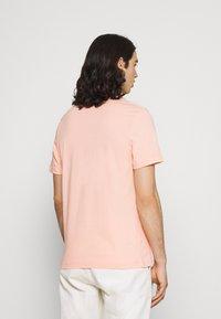 Nike Sportswear - TEE FESTIVAL PHOTO - T-shirt con stampa - arctic orange - 2