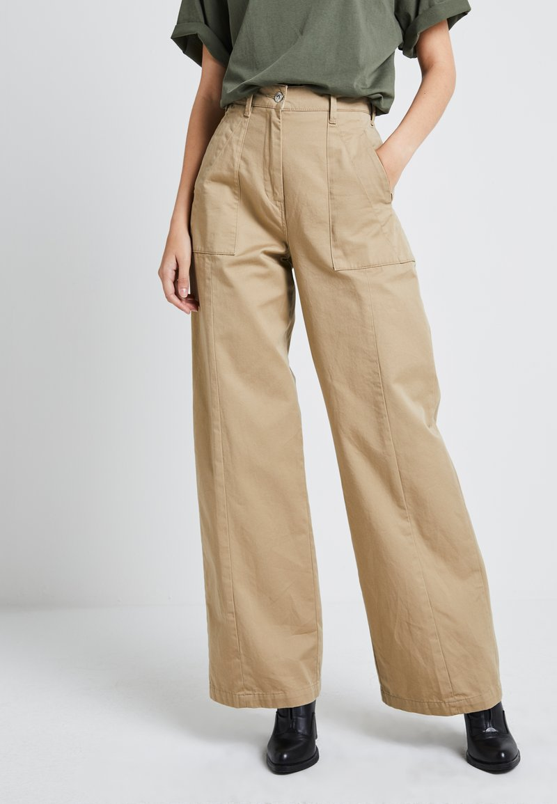 G-Star - ARMY WIDE LEG - Flared jeans - sahara