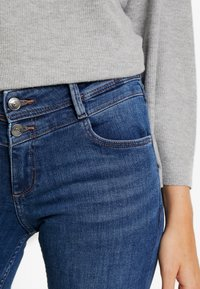 s.Oliver - SHAPE CAPRI - Denim shorts - dark blue denim - 5