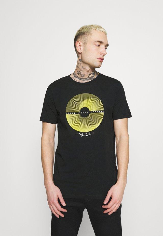 PATCH POCKET TEE - T-shirt print - black