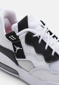Jordan - MA2 UNISEX - Scarpe da basket - white/black/university red/light smoke grey/praline - 5