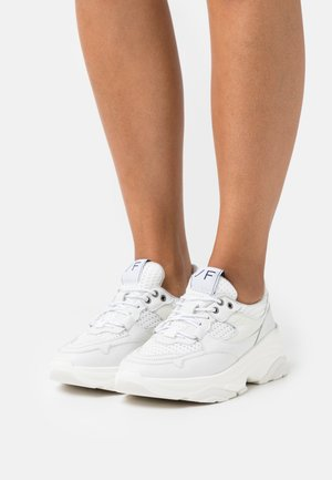 SLFGAVINA TRAINER - Sneakersy niskie - white