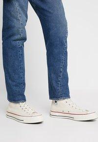Levi's® Engineered Jeans - 502 REGULAR TAPER - Vaqueros tapered - blue denim - 4