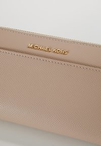 MICHAEL Michael Kors - MONEY PIECES POCKET - Geldbörse - soft pink - 2