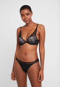 Calvin Klein Underwear - STARQUILT THONG - String - black - 1