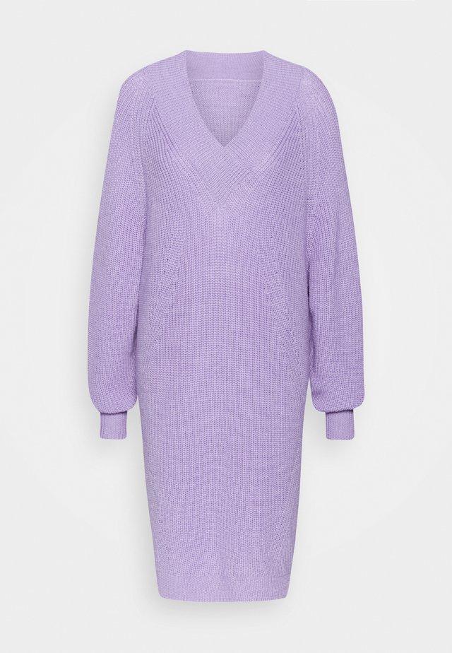 PILOT - Strikket kjole - lilac