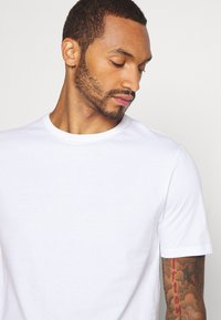 River Island - 5 PACK - Basic T-shirt - pink/white/grey/dark grey/black - 8