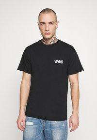 Vans - DARK TIMES - T-shirt con stampa - black - 2