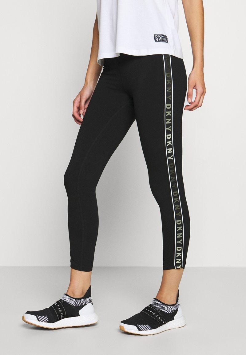 DKNY - HIGH WAIST 7/8 LEGGING LOGO WEBBED TAPE - Leggings - black/olive