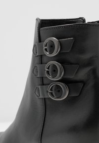 Gabor Comfort - Classic ankle boots - schwarz - 2