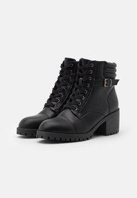 Madden Girl - HARLEE - Šněrovací kotníkové boty - black - 2