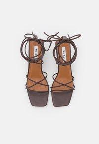 NA-KD - LOW STILETTO ANKLE STRAP HEELS - Sandals - dark brown - 5